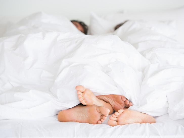 Фото №2 - «Секс спасет брак» и еще 7 вредных мифов об интимной жизни после свадьбы