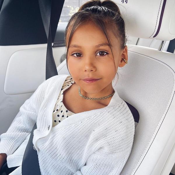 Фото №1 - Боевая малышка: 10 видео Леи Самойловой, которые доказывают, что она истинная дочь Джигана