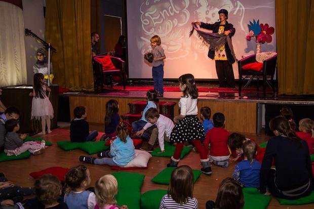 Фото №1 - Единственный в Москве театр на английском языке для детей Flying Banana открывает летний сезон