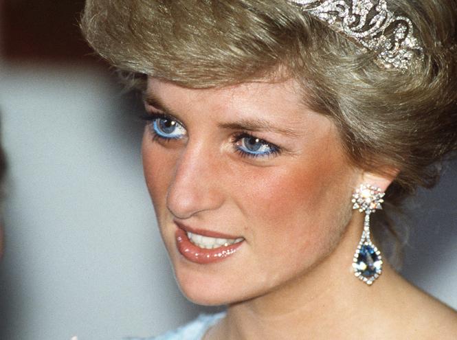 Фото №2 - Она вернулась: сине-голубая гамма в макияже глаз