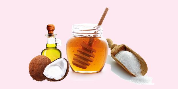 Фото №2 - Бьюти-рецепт: медовый скраб, который сделает твои губки супермягкими