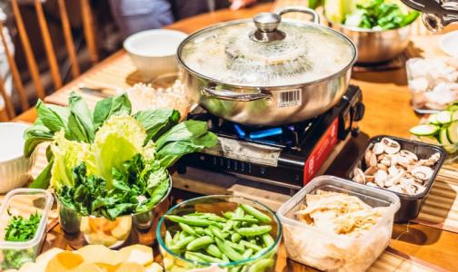 Фото №1 - В ВОЗ дали 3 рецепта полезных блюд для тех, кто на домашнем карантине