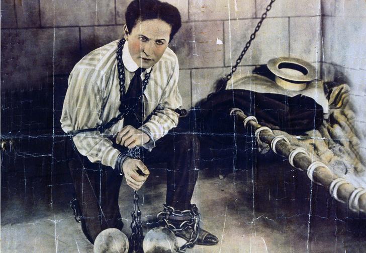Фото №1 - Следите за руками: 5 знаменитых трюков Гарри Гудини, секрет которых удалось раскрыть