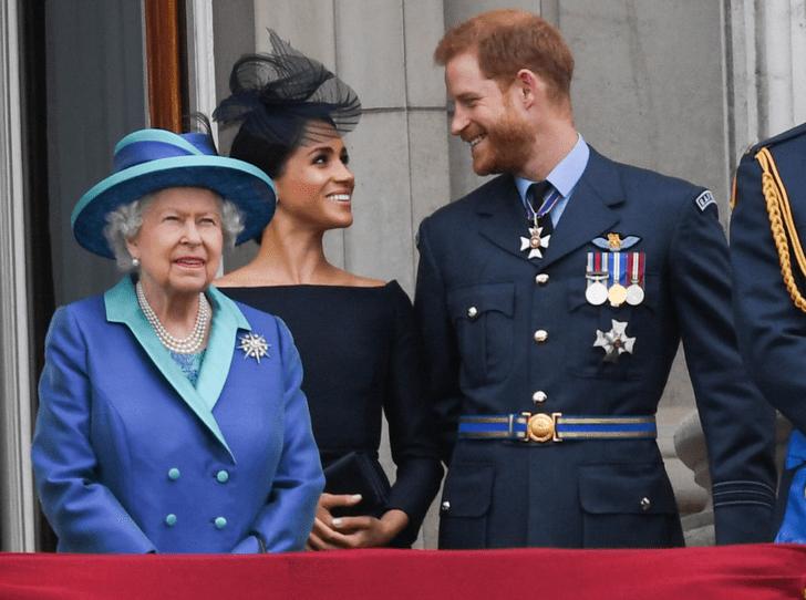 Фото №1 - Как Королева спасает репутацию принца Гарри и герцогини Меган