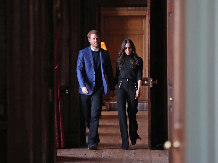 Фото №3 - Главная причина, почему Королева не будет лишать Гарри и Меган их титулов