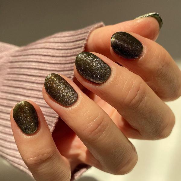 Фото №5 - Velvet nails: идеальный сияющий маникюр на лето