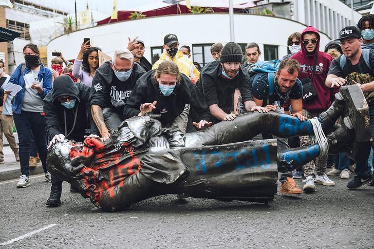 Фото №1 - Бэнкси предложил остроумный план по возвращению снесенного памятника работорговцу в Бристоле