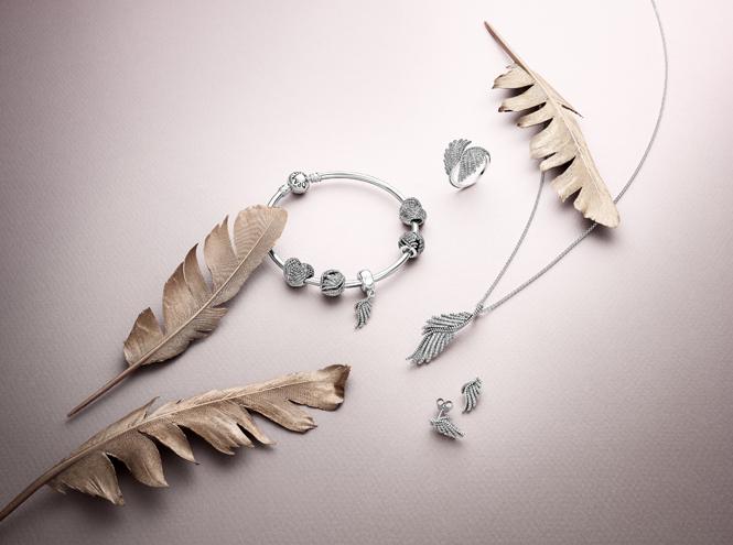 Фото №2 - Волшебное королевство: новая коллекция украшений Pandora