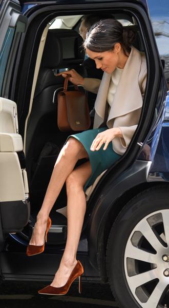 Фото №3 - Короткое свадебное платье для Меган Маркл: есть ли шансы?