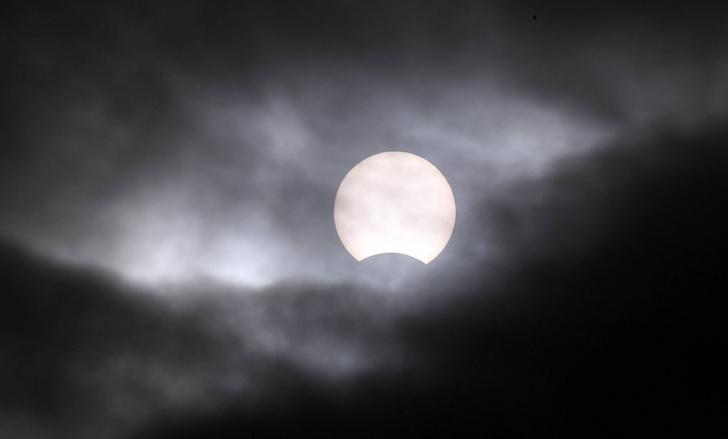 Фото №1 - Последнее в году солнечное затмение
