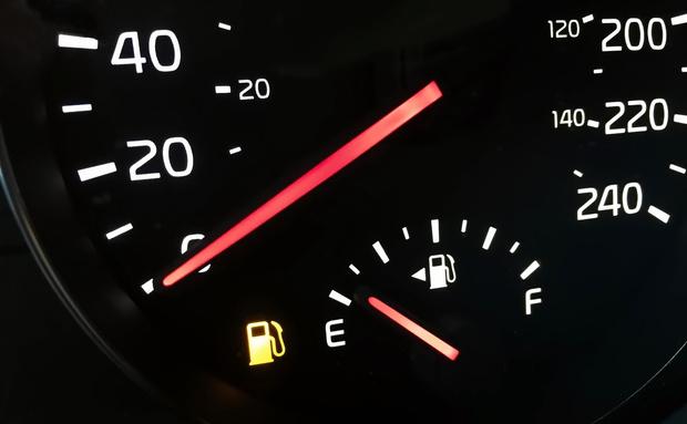 Фото №3 - Сколько километров проедет автомобиль без бензина