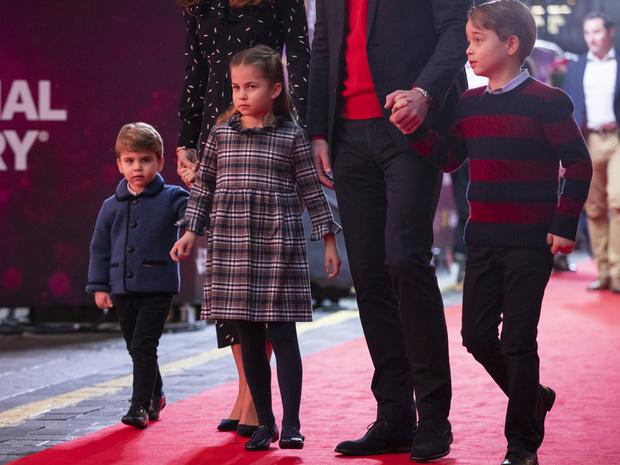 Фото №2 - Самое странное королевское правило, которому был обязан следовать Джордж (но не Луи)