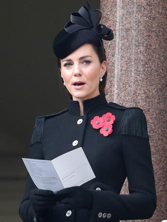 Фото №6 - Войти в историю: как и зачем Кейт копирует Королеву-мать