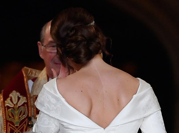 Фото №11 - Настоящая принцесса: свадебный образ Евгении Йоркской