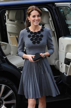 Фото №27 - Королевский дресс-код: любимые сумки герцогини Кембриджской