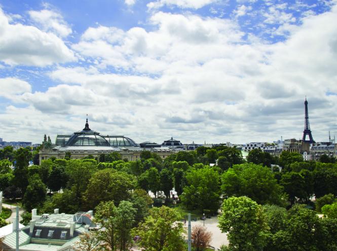 Фото №1 - Новая услуга в отеле La Réserve Paris: каждому гостю – по батлеру