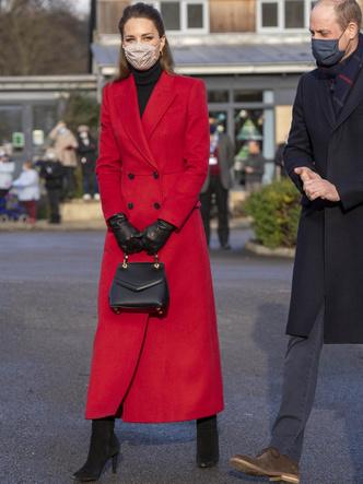 Фото №16 - Все наряды герцогини Кейт в рождественском туре по Великобритании