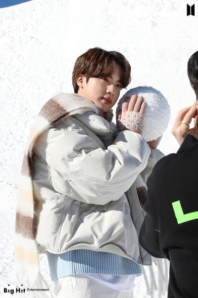 Фото №12 - Снежные ангелы: Big Hit Entertainment выложил 65 новых фото BTS 😍