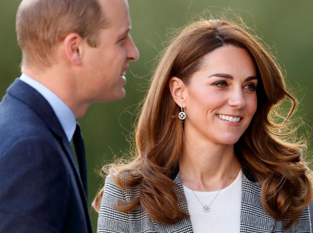 Фото №1 - Редкий момент: принц Уильям продемонстрировал чувства к Кейт на публике