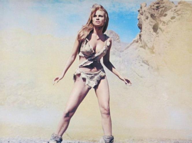 Фото №6 - 12 культовых бикини в кино