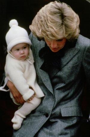 Фото №9 - Эксперты: герцогине Меган пора перестать копировать принцессу Диану