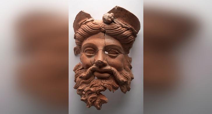 Фото №1 - В Турции нашли древнюю маску Диониса