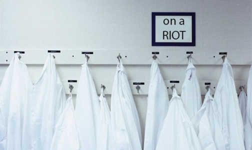 Фото №1 - Врачи петербургской клиники объявили голодовку