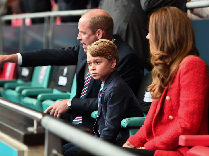 Фото №1 - Смутное будущее: почему Кейт и Уильям беспокоятся за судьбу Джорджа