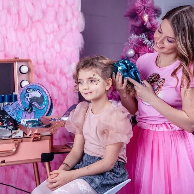 Фото №2 - Детский бьюти-бар: глупая мода или психотерапия для ребенка?