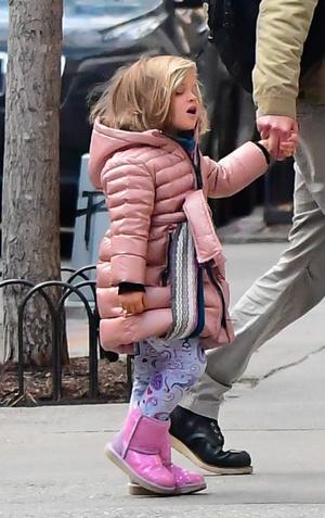 Фото №3 - Mini me: Брэдли Купер на прогулке с дочкой, которая становится все больше и больше похожа на него