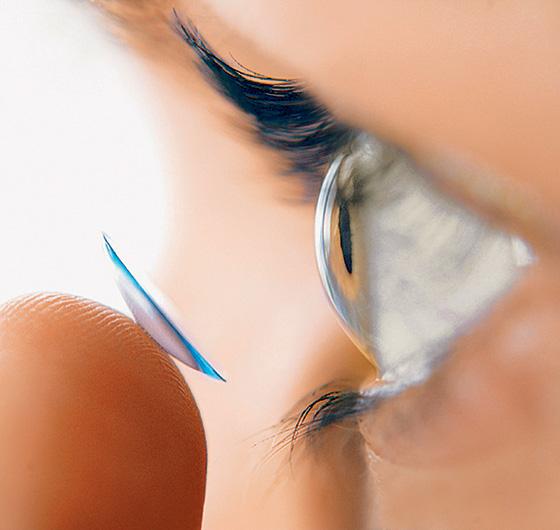 Фото №1 - На голубом глазу: история контактных линз
