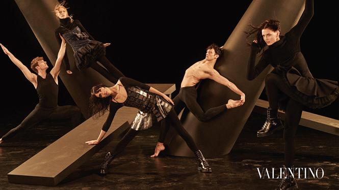 Фото №10 - Fashion-танец в осенней кампании Valentino