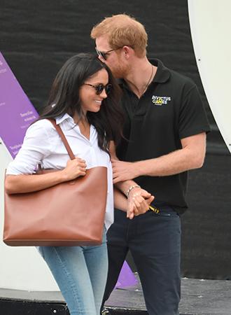 Фото №1 - Язык королевского тела: почему Уильям и Кэтрин не показывают чувства как Гарри и Меган