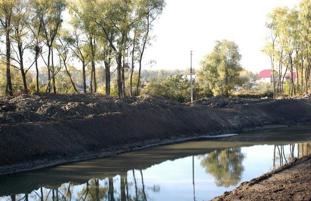 Фото №1 - В Новосибирске забетонировали колодцы, загрязняющие реку Тулу
