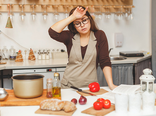 Фото №1 - Новый год дома: что делать, если не хочется долго стоять у плиты перед праздниками?