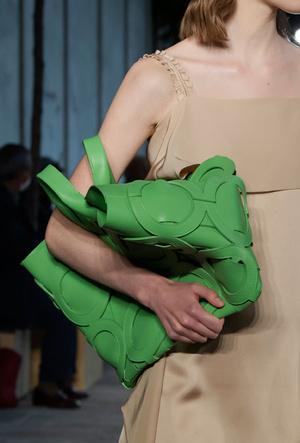 Фото №7 - Самые модные сумки весны и лета 2021