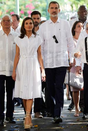 Фото №13 - Все образы королевы Летиции в туре по Кубе: классика и элегантность