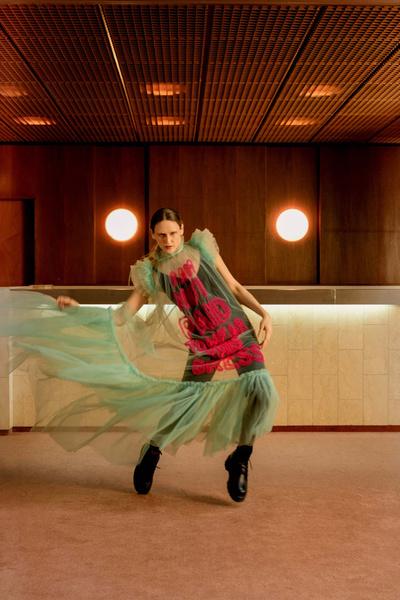Фото №2 - Модный выход с карантина: пять эффектных образов с распродажи в «Цветном»
