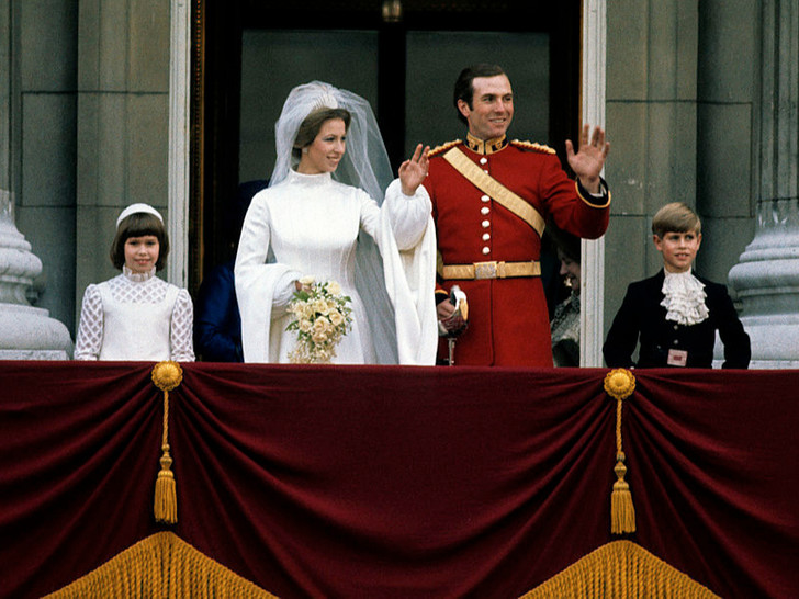 Фото №1 - Против системы: какую важную королевскую традицию нарушила принцесса Анна