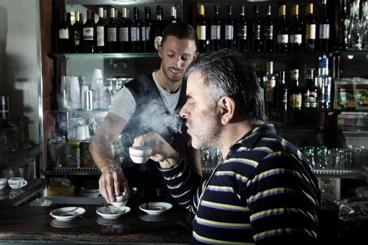 Фото №1 - Лайфхак: как пить горячий кофе (если вариант «подождать, пока остынет»— для слабаков)
