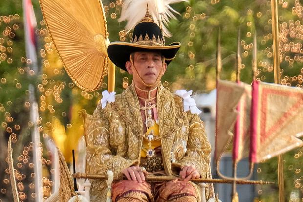Фото №1 - Король Таиланда помиловал неверную любовницу и освободил ее из тюрьмы