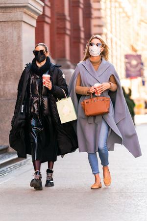 Фото №2 - Какую верхнюю одежду сейчас носят самые модные девушки Нью-Йорка?