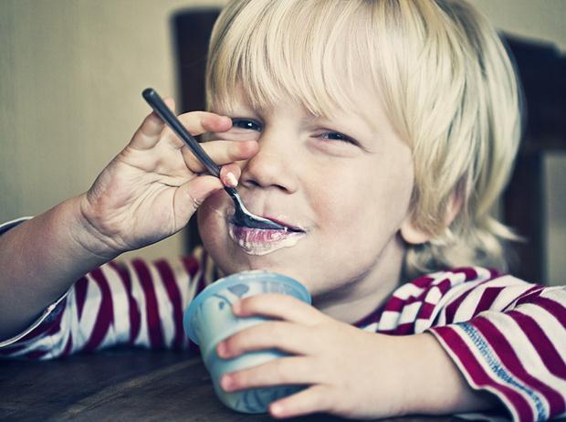 Фото №3 - 5 вредных продуктов, которыми мы регулярно кормим детей