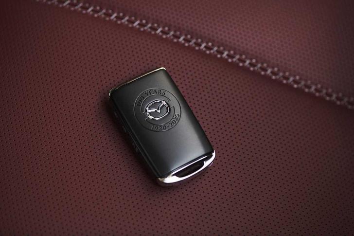 Фото №4 - Сто лет в обед: юбилейные Mazda добрались до российских дилеров