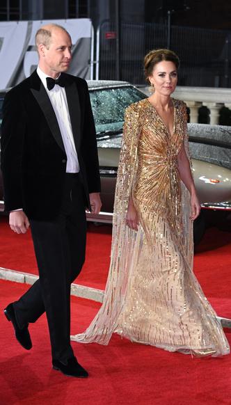Фото №5 - Кейт была не первой: кто вдохновил герцогиню на самый блестящий выход за всю ее королевскую «карьеру»