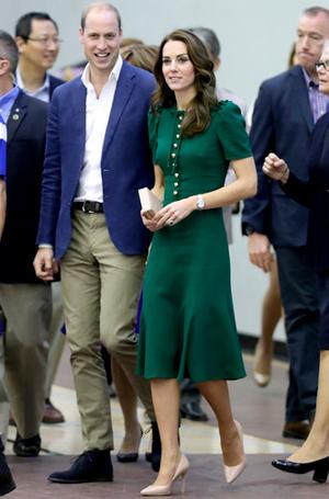 Фото №8 - Почему Кейт носит старые наряды, а Меган покупает новые