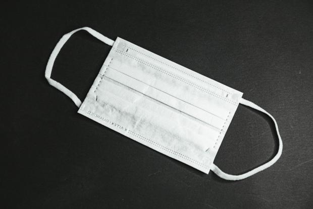 Фото №1 - В дом японской бабули вломился грабитель. Та его накормила, он подарил ей 10 масок