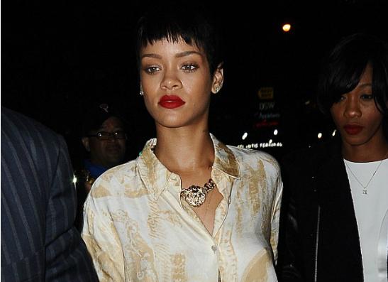 Фото №1 - Пижама-стайл: Рианна на открытии клуба Jay-Z