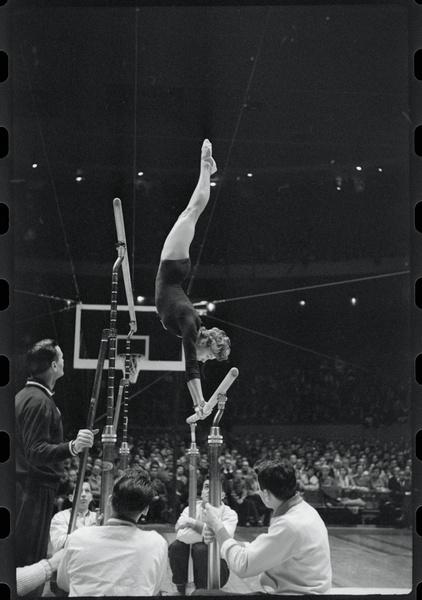 Фото №12 - Чемпионка на 4-м месяце беременности: история гимнастки Ларисы Латыниной, которая прыгнула выше головы