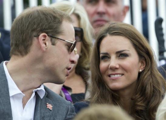 Фото №1 - Принц Уильям и Кейт Миддлтон отправились в путешествие по Азии